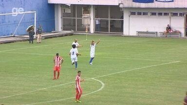 Com a ajuda do goleiro, Romarinho abre o placar para o Nacional - Naça vence o Sul América por 2 a 0, pela segunda rodada do Amazonense.