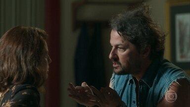 Rinalda continua tentando novas intrigas de Afrodite com Nicolau - Nicolau não aceita a visita de Rinalda no cabaré e manda que ela volte pra casa de Afrodite.