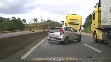 Vídeo mostra perseguição a carro roubado por 16 km na Fernão Dias - Perseguição começou em Vargem (SP) e foi terminar em Extrema (MG).