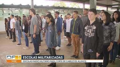 Alunos e funcionários de escola militarizada em Sobradinho sentem mudança - De acordo com a polícia militar, as escolas farão um mutirão para corte de cabelo dos alunos.