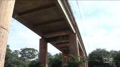 Vistoria descarta risco de desabamento da ponte sobre o rio Itapecuru, em Codó - Engenheiros que fizeram a vistoria constataram a necessidade de serviços de reparos na estrutura da ponte.