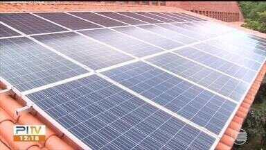Universidade em Floriano usa energia solar para economizar e também gera energia limpa - Universidade usa energia solar para economizar e também gera energia limpa