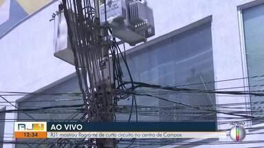 Emaranhado de fios no centro de Campos, RJ, é um bomba relógio - Assista a seguir.