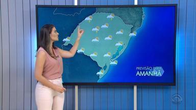 Amanhecer da quinta-feira (14) deve ter tempo firme, mas pode chover ao longo do dia no RS - Assista ao vídeo.