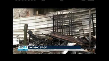Fogo em lixo destrói cômodo de casa em Governador Valadares - Apesar do susto, ninguém ficou ferido.