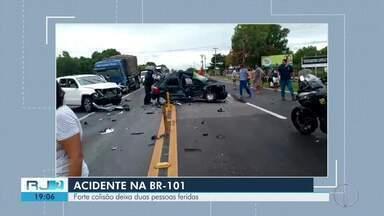 Forte colisão deixa duas pessoas feridas na BR-101, em Ibitioca, no RJ - Assista a seguir.