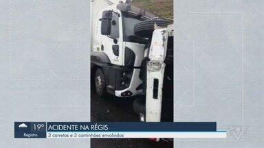 Acidente com seis veículos interdita por 5h a rodovia Régis Bittencourt - Acidente ocorreu no km 548, em Barra do Turvo. Motoristas enfrentam 23 quilômetros de lentidão, sentido Curitiba.