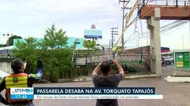 Escada de passarela desaba na Av. Torquato Tapajós - Acidente ocorreu após chuva.