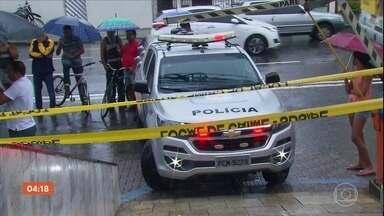 Vigilante morre e outras 3 pessoas ficaram feridas durante assalto a carro-forte no Recife - Bandidos esperaram o carro-forte chegar para abastecer a agência bancária. Durante a ação, clientes ficaram no meio do fogo cruzado. O vigilante José Trajano morreu na troca de tiros com um bandido.
