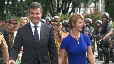 Beto Richa vira réu, mais uma vez, em ação da Lava Jato - O ex-governador do Paraná é investigado por recebimento de propina em contratos com empresas de pedágio do estado. A mulher dele também virou ré.