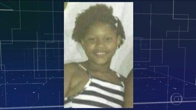 Menina de 11 anos morre baleada em favela do Rio - Jenifer Silene Gomes estava brincando num bar da família quando foi atingida no peito. Ela chegou a ser socorrida, mas já chegou morta ao hospital.