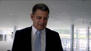Bolsonaro e Bebianno se reúnem para discutir permanência do ministro no governo - Ministro da Secretaria-Geral da Presidência, Gustavo Bebianno, foi chamado de mentiroso por Carlos Bolsonaro, filho do presidente.