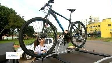 Equipamentos ajudam a levar a bike nas viagens - Conheça os modelos e como usar o transbike para levar a sua bicicleta nas suas viagens.