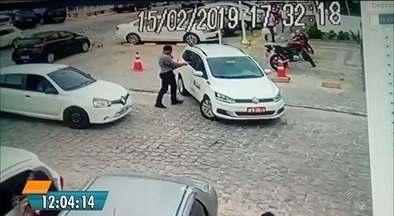 Câmeras flagram assassinato de taxista em briga de trânsito de 9 segundos, em João Pessoa - Taxista foi morto a tiros em rua movimentada no Bessa, na hora da saída de crianças da escola.