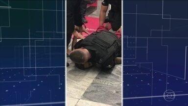 Enterro de jovem que morreu após ser imobilizado por segurança é marcado pela emoção no RJ - Pedro Henrique, de 19 anos, foi imobilizado por um segurança de supermercado e veio a falecer. Segundo o vigilante, ele teria pegado sua arma. Mãe diz que rapaz teve um surto.