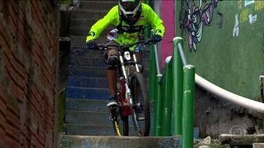 O Esporte Espetacular exibe ao vivo a Descida das Escadas de Santos - undefined