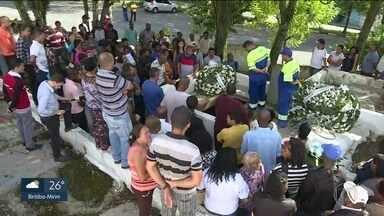 Duas das quatro crianças que morreram em deslizamento são enterradas em Mauá - Mauá sofreu com as fortes chuvas do fim de semana. O Jardim Zaíra foi o bairro mais afetado.