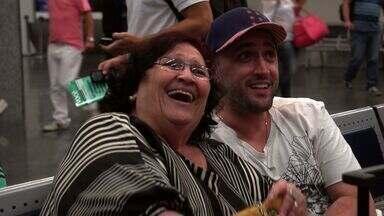 Recife - Na estreia do programa, Paulo Gustavo mostra a passagem da sua turnê teatral por Recife. O episódio conta com a participação especial da sua querida e famosa mãe: Dona Dea.