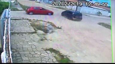 JPB2JP: Mulher fica ferida num acidente em cruzamento de João Pessoa - Batida entre 2 carros.
