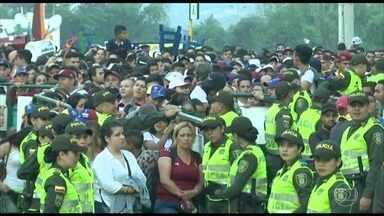 Show reúne multidão e chama atenção para crise humanitária na Venezuela - Na fronteira entre a Venezuela e a Colômbia, a oposição atraiu uma multidão para um evento de música internacional que pretende chamar a atenção para a crise humanitária no país e arrecadar dinheiro para ajuda humanitária.