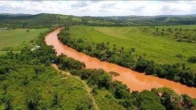 Dez cidades mineiras sofrem impacto da contaminação do Rio Paraopeba - Lama da barragem rompida em Brumadinho, carregada de rejeitos de metais, invadiu o rio. Recomendação do governo é evitar o uso da água do rio para qualquer finalidade.