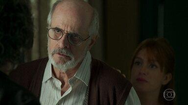 Sóstenes não aceita falar com Murilo - Luz tenta convencer o avô a conversar com o filho. Sóstenes exige que Murilo conte por onde andou