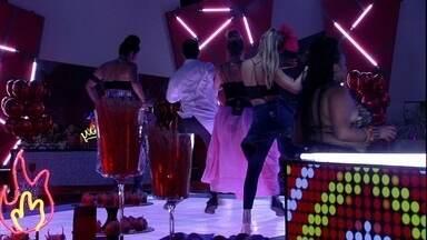 Danrley faz passinho e sisters acompanham - Brother dança com sisters