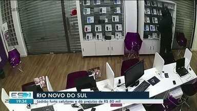 Loja de celulares é assaltada e tem prejuízo de R$ 80 mil em Rio Novo do Sul, ES - Câmeras de segurança do comércio registraram parte do furto.