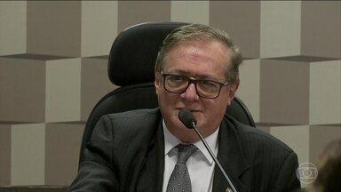 Ministro da Educação admite que errou em sua orientação para as escolas - Ricardo Vélez Rodríguez reconheceu que contrariou a lei para pedir para as escolas que gravassem os alunos cantando o Hino Nacional, sem a autorização dos pais.
