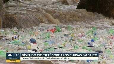 Nível do Rio Tietê sobre após chuvas em Salto - Defesa civil monitora Tietê e lixo invade cidade
