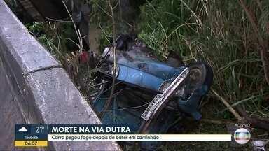 Acidente na Dutra causa uma morte e deixa feridos - Sobrevivente ficou com 80% do corpo queimado.