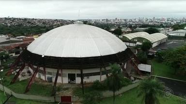 Prefeitura de Bauru quebra contrato de locação do ginásio Panela de Pressão - Segundo a prefeitura, decisão foi tomada porque o Noroeste, dono do ginásio, teria deixado de pagar o refinanciamento de dividas do IPTU, que chegam a R$ 1,6 milhão. A medida afeta as equipes do Bauru Basket e do Sesi-Bauru, de vôlei feminino, que mandam seus jogos no local.