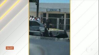 Bandidos assaltam dois bancos no Rio Grande do Sul - A polícia gaúcha está à procura de criminosos que assaltaram dois bancos em Ametista do Sul. Pelo menos seis bandidos participaram dos ataques.