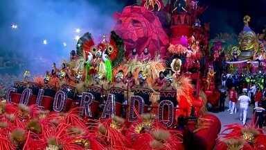 Desfile das escolas de Samba de São Paulo está prestes a começar - A Colorado do Brás será a primeira escola a desfilar no Sambódromo nesta sexta-feira (01). Os integrantes prometem arrasar na avenida.