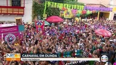 Ladeiras de Olinda ficam lotadas na segunda-feira de carnaval - Desfile de bonecos gigantes foi uma das atrações da folia.