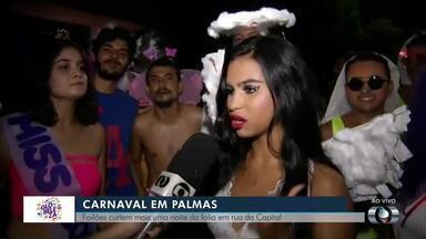 Foliões ocupam rua no centro de Palmas para curtir bloco de carnaval - Foliões ocupam rua no centro de Palmas para curtir bloco de carnaval