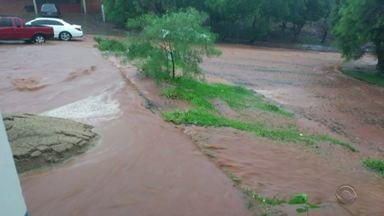 Chuvas causam transtornos em cidades do RS mas calor não vai embora - Assista ao vídeo.