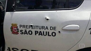 Criminosos armados com fuzis atiram em carro de empresa de ônibus de São Paulo - Um homem morreu e dois ficaram feridos