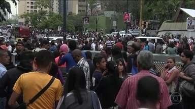 Novo apagão atinge a Venezuela e agrava a crise na saúde - Há relatos de dezenas de mortos em hospitais. Apesar do blecaute, uma multidão foi às ruas em mobilizações contra e a favor do governo.