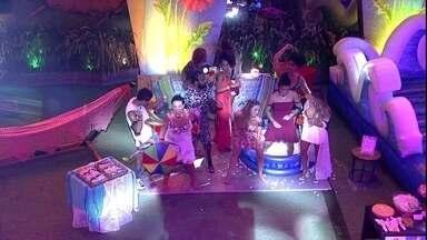 Brothers dançam 'Baile de Favela' no cenário personalizado de Danrley - Brothers dançam na Festa Identidades