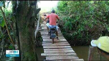 Moradores ficam isolados em povoado após ponte ser levada por enxurrada no norte do estado - Moradores ficam isolados em povoado após ponte ser levada por enxurrada no norte do estado