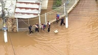 São Paulo depois do temporal: 12 mortes, sujeira e muito prejuízo - Junto com os prejuízos, a enchente traz sérios riscos à saúde por conta da contaminação de tudo o que é atingido pela água.