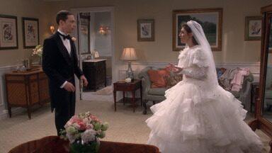 A Assimetria Da Gravata Borboleta - Os pais de Amy chegam junto com a família de Sheldon. E todos estão focados em garantir que tudo corra conforme o planejado, menos a noiva e o noivo.