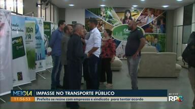 Reunião tenta acabar com impasse no transporte público de Cascavel - Prefeito, representantes das empresas e trabalhadores do setor se encontraram.
