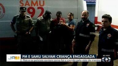 PMs ajudam a salvar bebê de 5 meses engasgada em Goiânia - Policiais tiveram que trafegar com viatura na contramão com a menina na viatura até encontrar, por acaso, com ambulância que terminou o resgate.