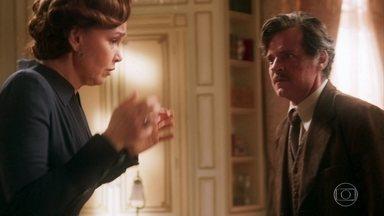 Eugênio se enfurece com Piedade - O coronel acusa a mulher de ter educado mal a filha