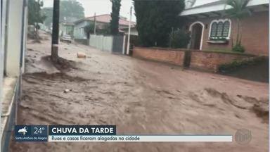 Prefeitura de São Simão, SP, decreta estado de calamidade pública após temporal - Chuva causou estragos por toda a cidade na tarde desta quinta-feira (14).