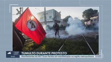 Onze pessoas ficam feridas durante manifestação do MST em Sarzedo, na Grande BH - Cerca de 400 mulheres do MST se reuniram para pedir justiça pela morte de Marielle Franco e Brumadinho.