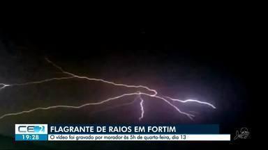 Morador flagra raios em Fortim - Imagem chamou atenção por se parecer com uma teia de aranha no céu