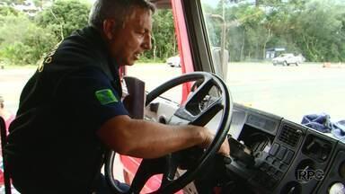IPEM fiscaliza tacógrafos de veículos na BR-277 - Os motoristas que estavam com o tacógrafo irregular foram notificados.